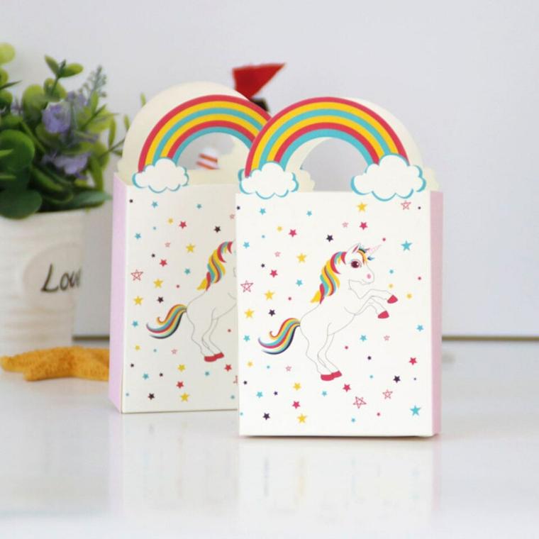 bomboniere battesimo fai da te sacchettini di carta decorati con motivi unicorno e arcobaleno