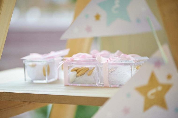 bomboniere con confetti bianchi per battesimo confezione di plastica