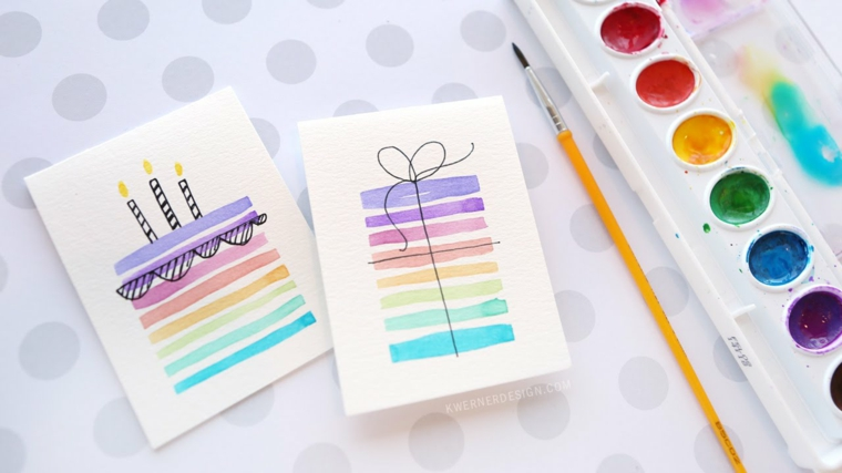 cartolina con disegno torta di compleanno schizzo con pennello e colori acquarello
