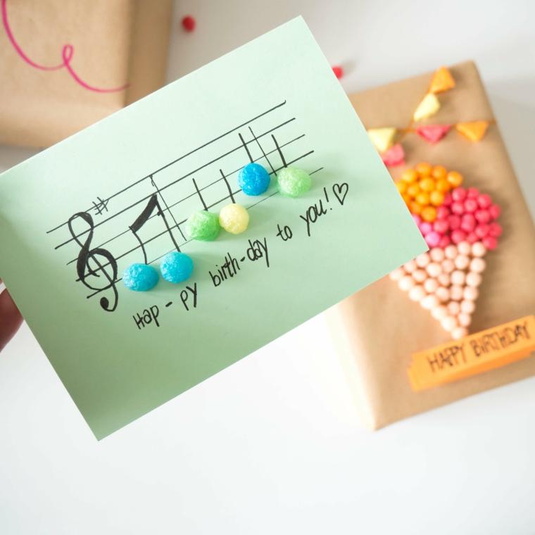 cartolina con foglio colorato disegno note musicali e pompom incollati 3d
