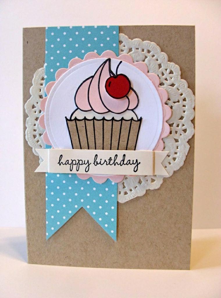 cartolina per compleanno fai da te effetto 3d disegno cupcake incollato