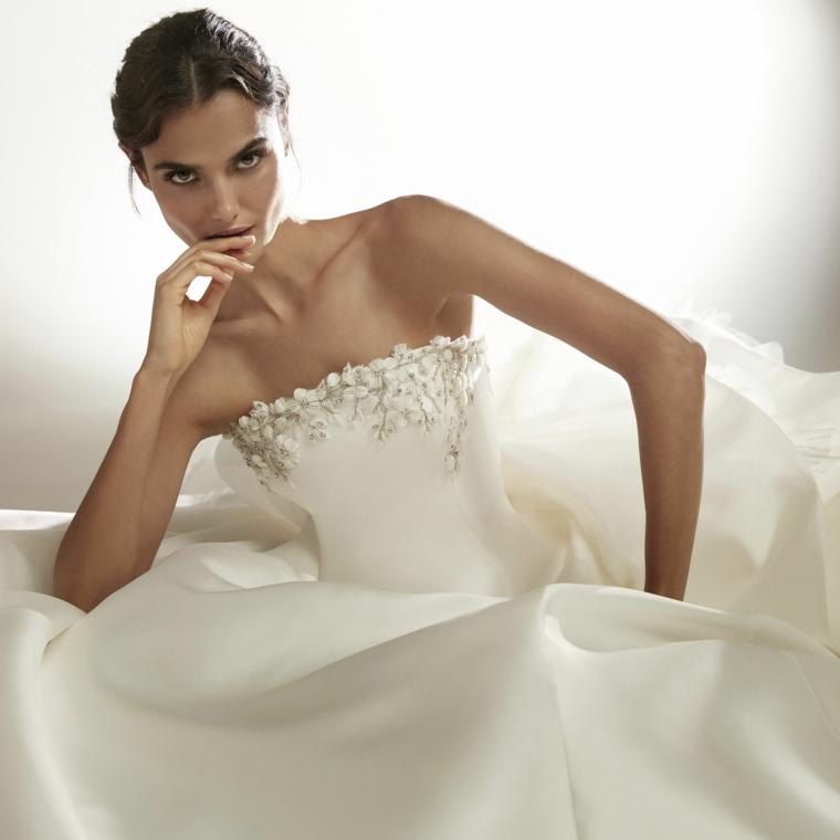 collezione abiti da sposa 2021 donna con vestito da matrimonio bustino con applicazioni