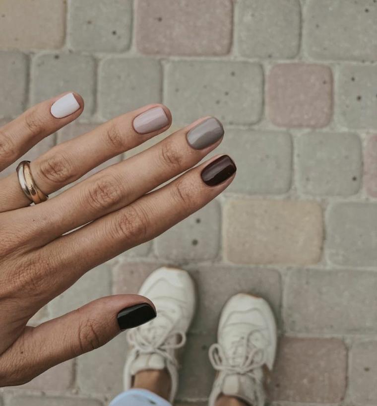 colore invernale unghie smalti gel tonalità calde anello a strati sul dito