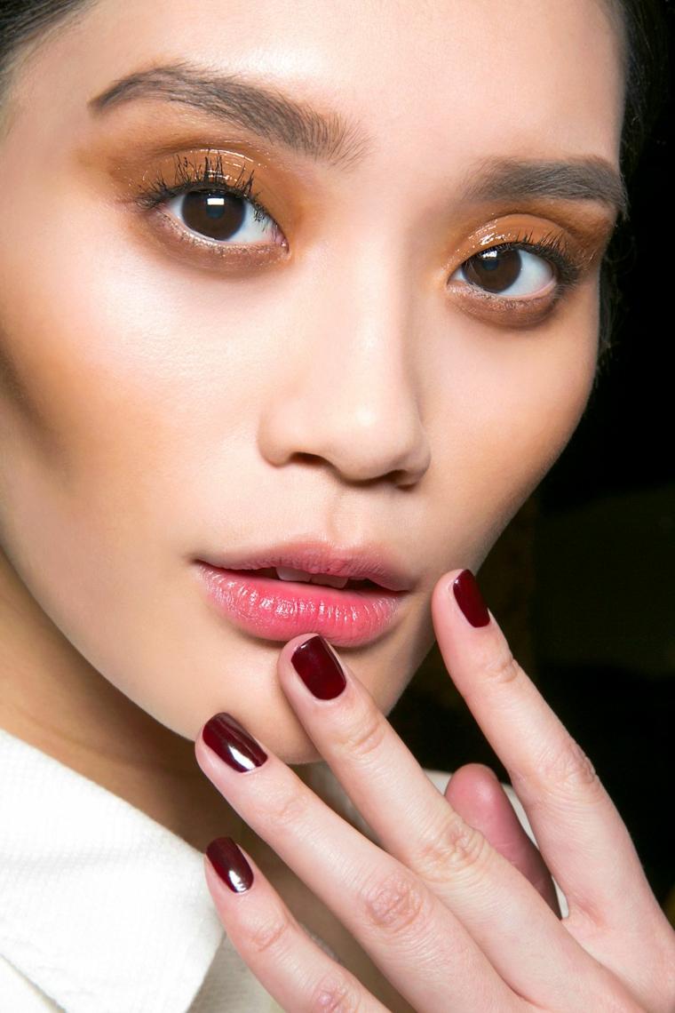 colori unghie semipermanente colore bordeaux manicure corta ombretto arancione donna