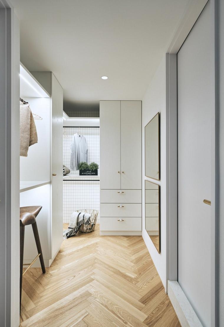 corridoio stretto e lungo con armadio pavimento in legno parquet mobili stile nordico