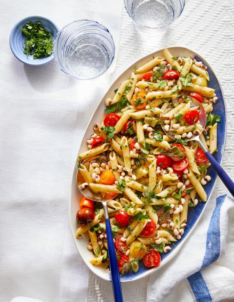 cosa cucinare a pranzo pasta estiva con pomodorini e farro condita con prezzemolo