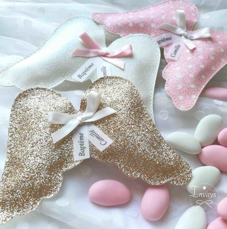 decorazione bomboniera con ali di angelo di stoffa confetti battesimo colore rosa e bianco