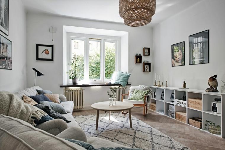 decorazione casa stile nordico divano con cuscini pavimento in legno con tappeto geometrico