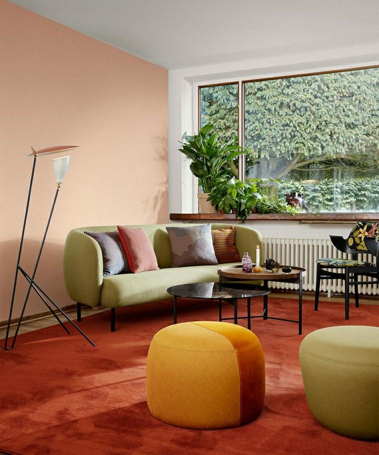 design scandinavo low cost divano verde con cuscini colorati pavimento con tappeto