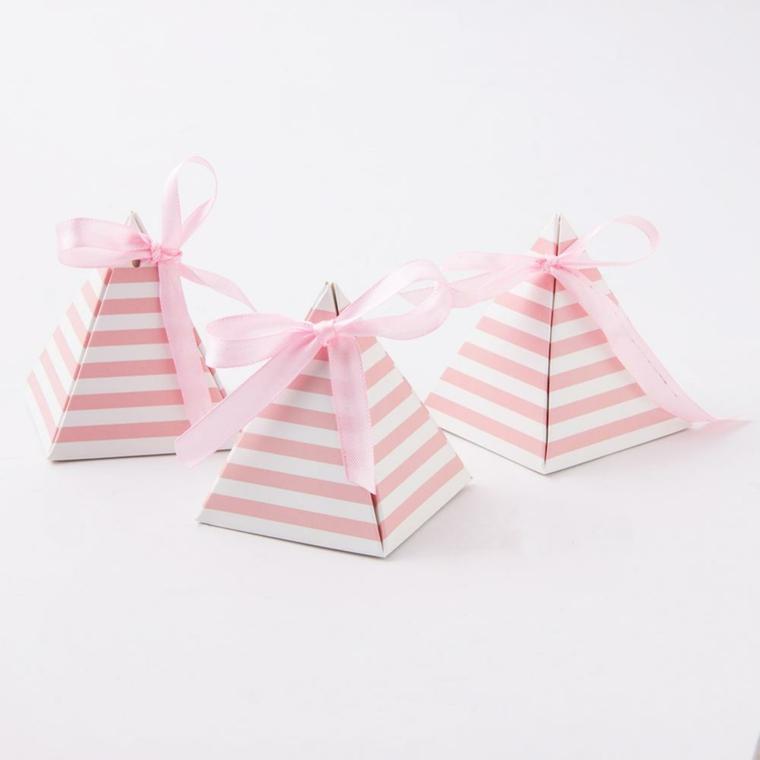 idee bomboniere battesimo bambina scatola di cartone di colore rosa legata con nastro