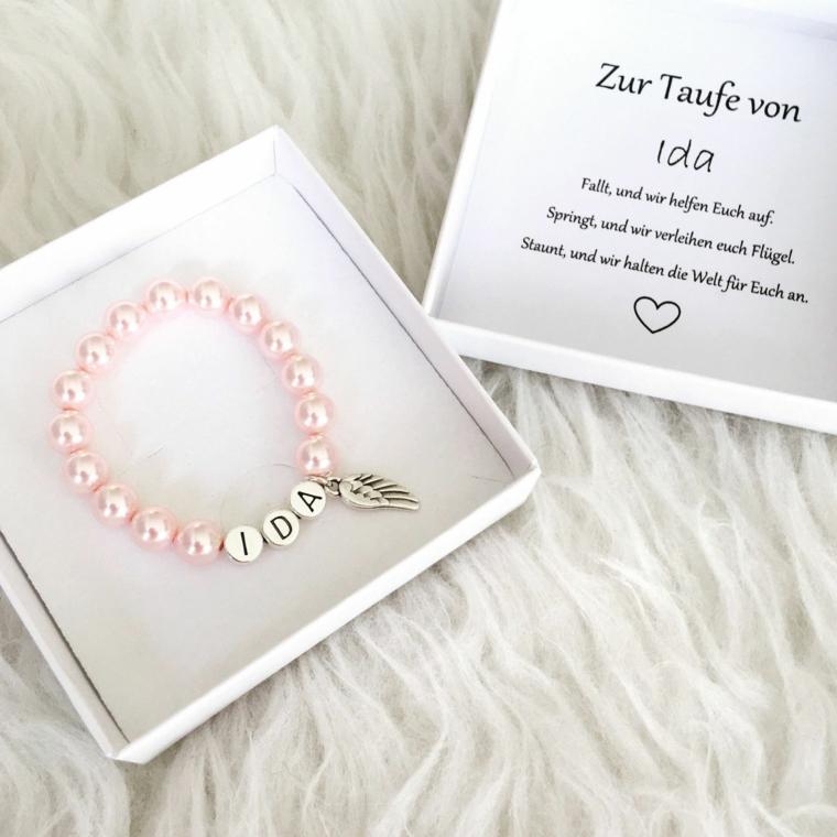 idee bomboniere battesimo padrini scatola con braccialetto di colore rosa