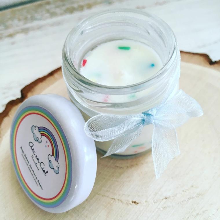 idee per regalini battesimo bimbo barattolo di vetro con candela tappo con etichetta personalizzata