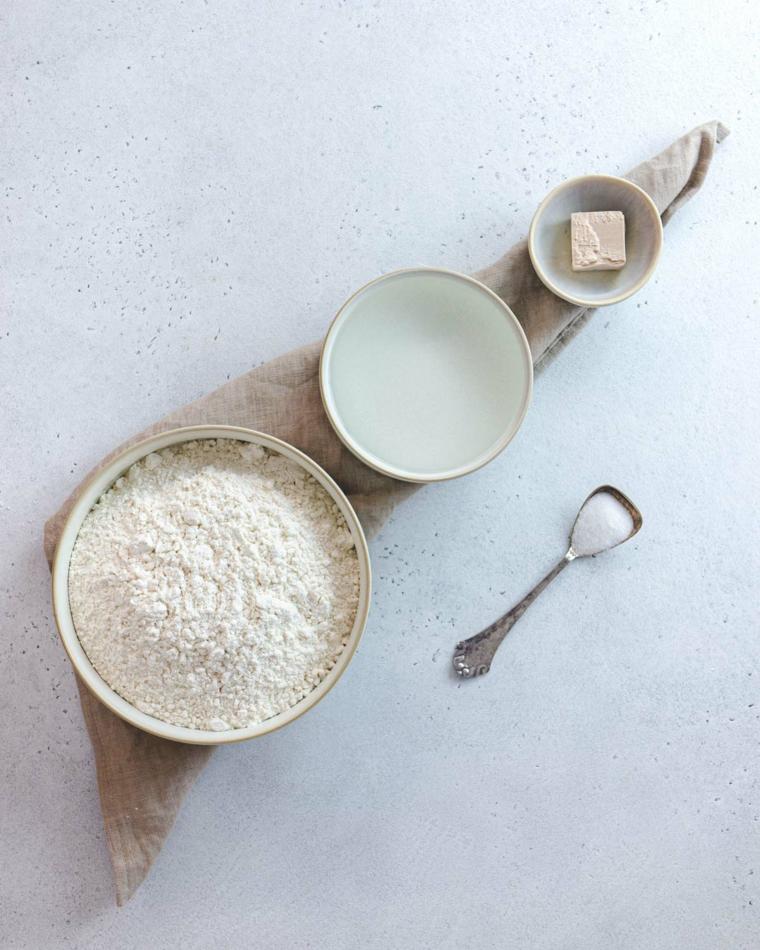 ingredienti per piadina idee aperitivo vegetariano ciotola con farina