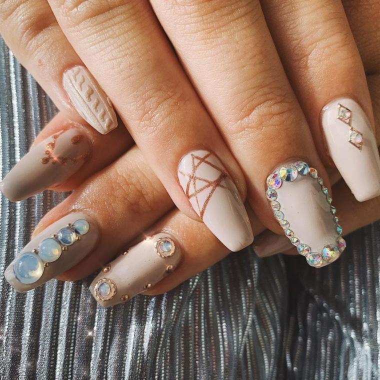 manicure ballerina con applicazioni di brillantini unghie gel autunno inverno 2020