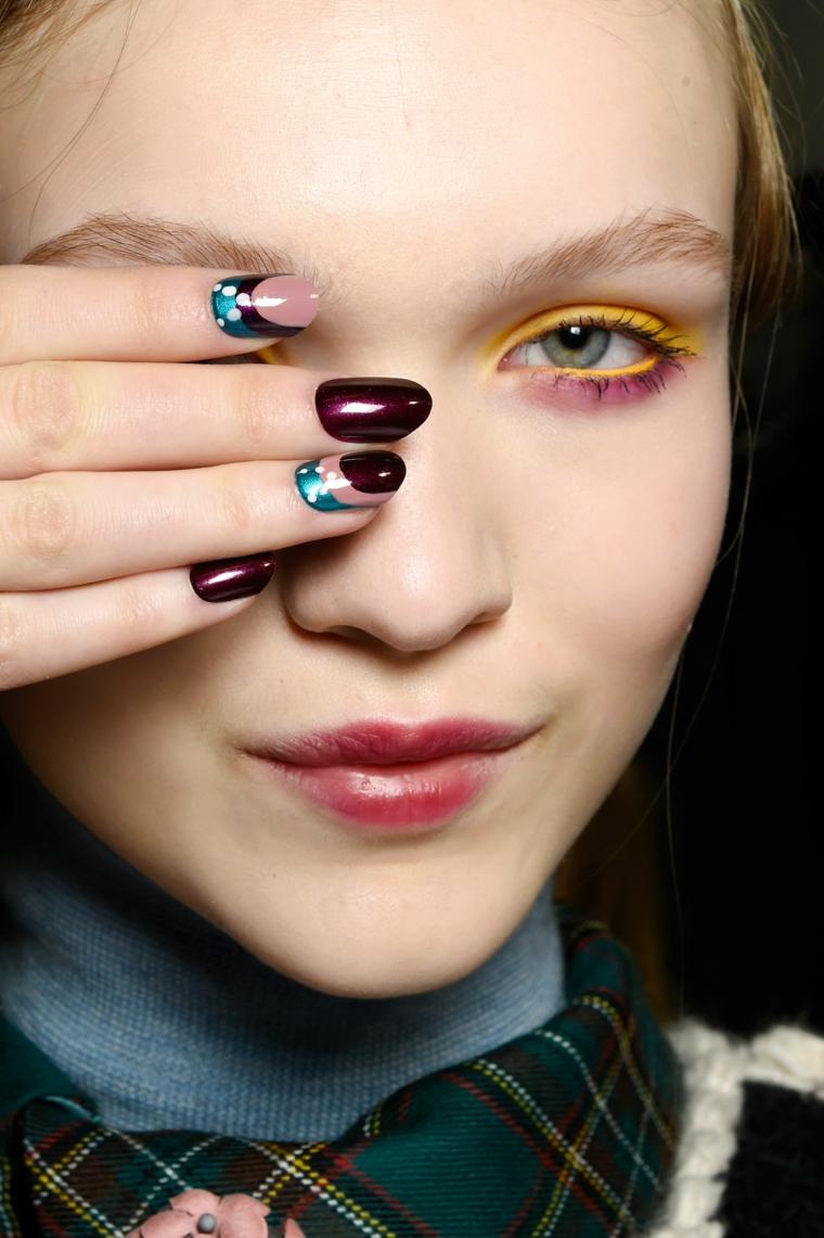 manicure mandorla colore bordeaux lucido unghie gel autunno inverno 2020