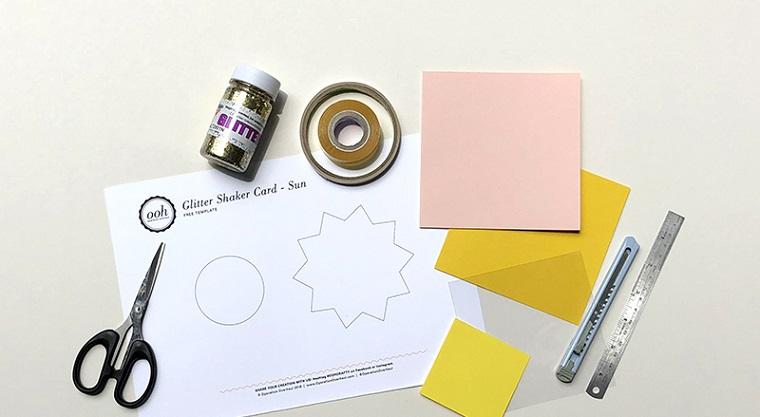 materiale per fare una cartolina biglietti di compleanno fai da te 3d foglietti di carta colorata