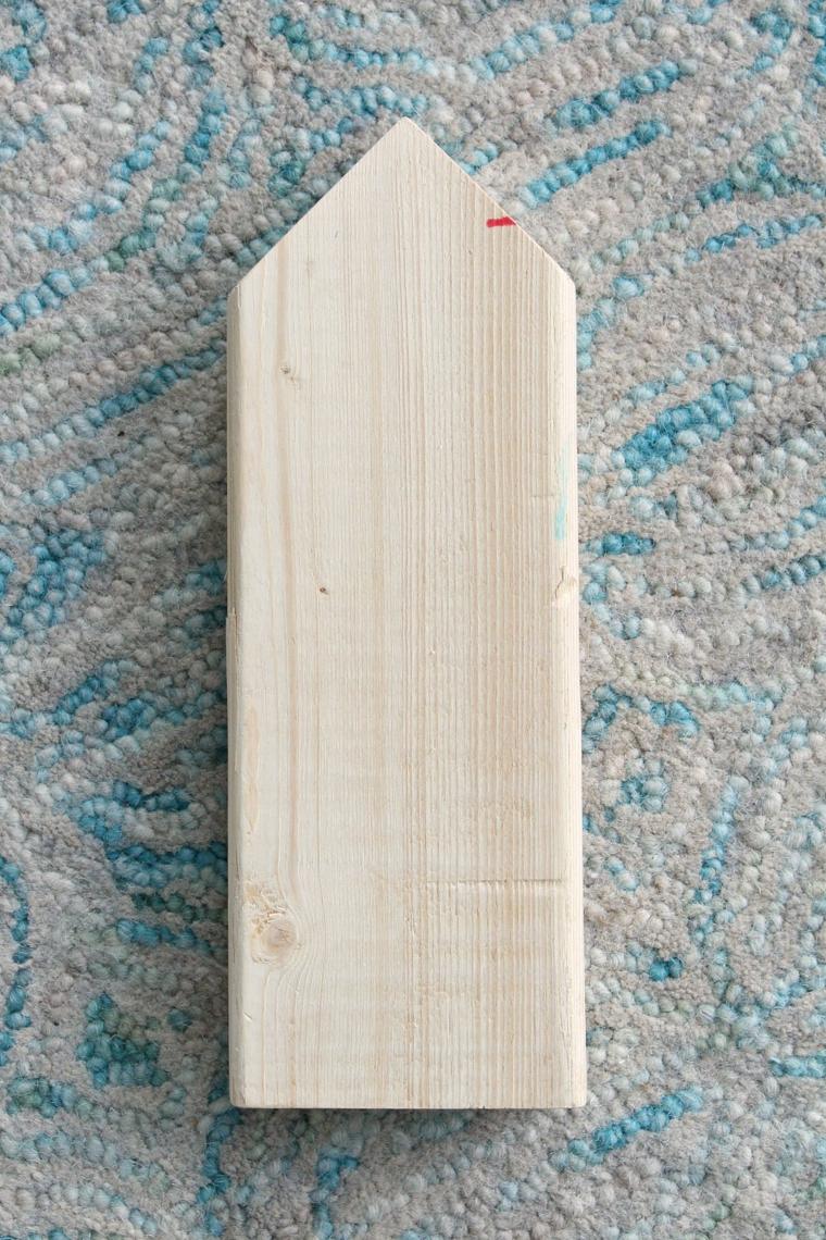 pezzo di legno con punta a triangolo come addobbare l albero di natale 2020