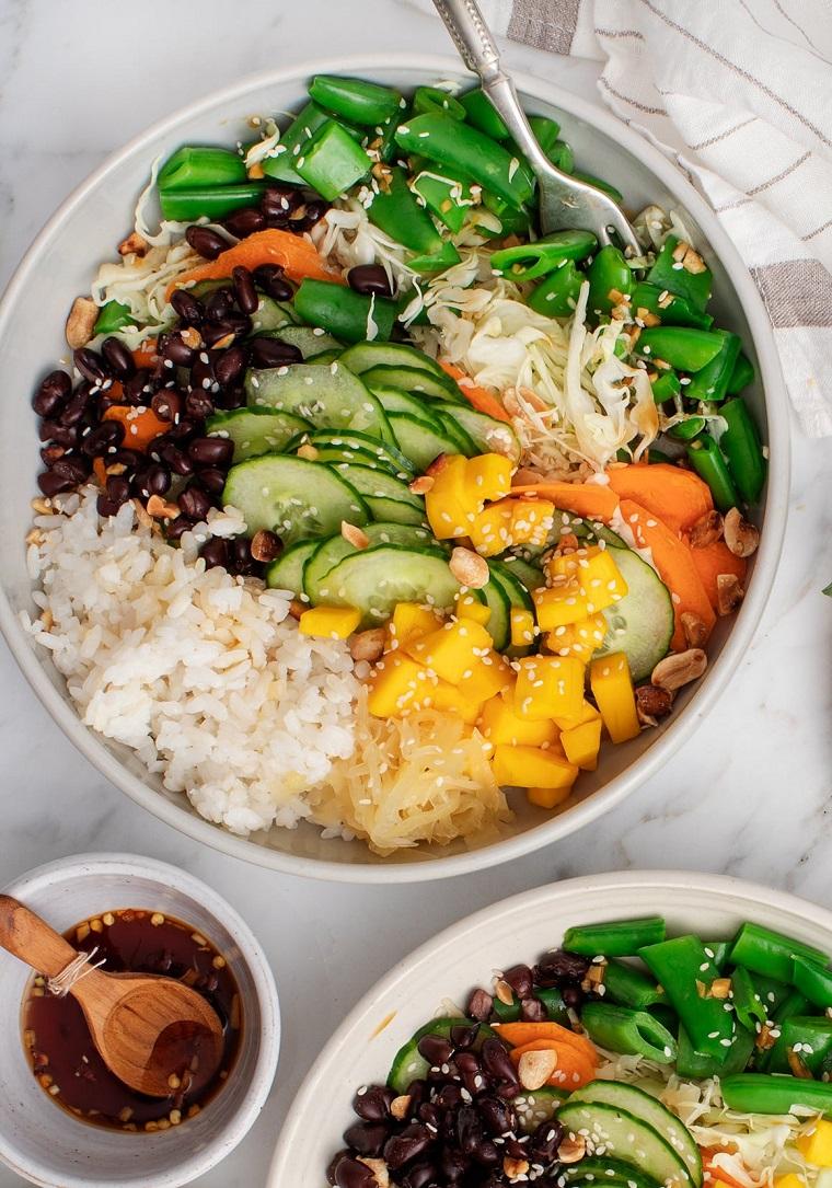 pranzo veloce e leggero piatto con fagioli verdi e riso bianco condimento con salsa di soia