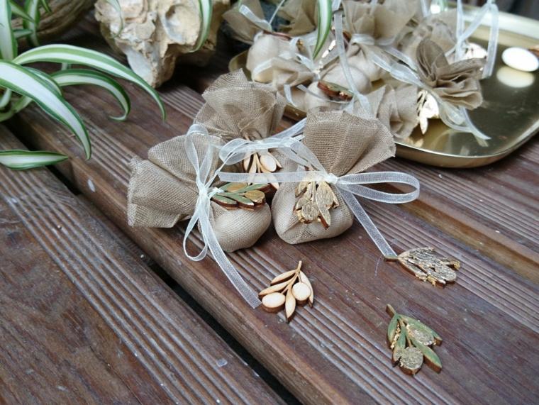 sacchettini portaconfetti battesimo decorazione bomboniera con accessorio in oro