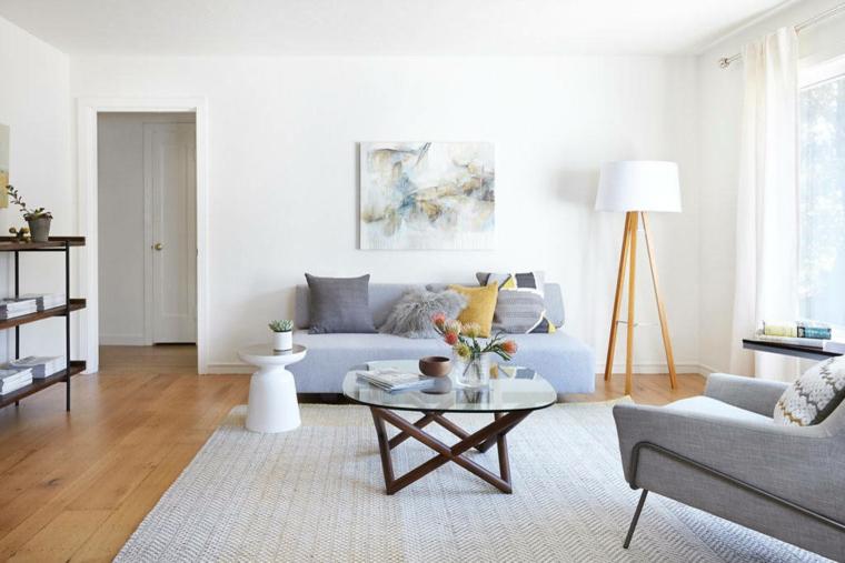 salotto con pareti bianche set divano e poltrona grigie decorazione casa stile nordico