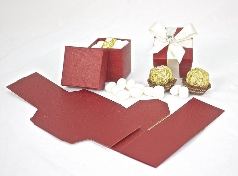scatola di cartoncino rosso per confetti portaconfetti di carta per battesimo