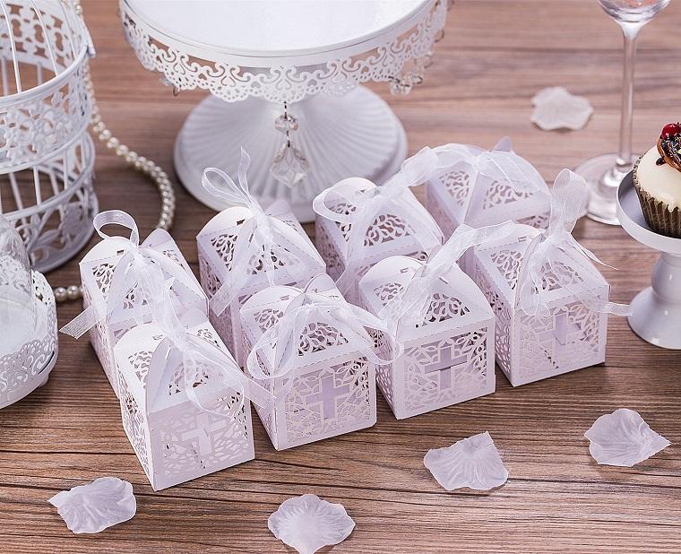 scatolette di carta effetto pizzo bomboniere per battesimo bimba portaconfetti bianco