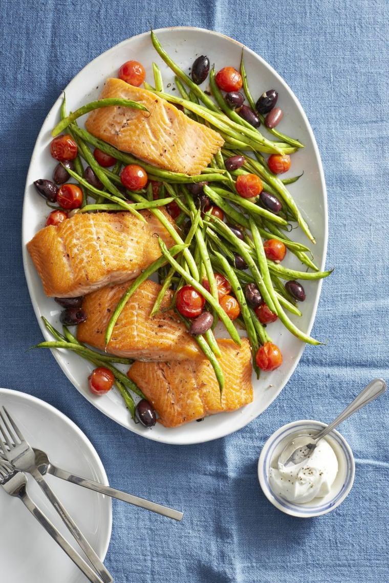 secondi di carne da preparare in anticipo piatto con tranci di salmone e fagiolini