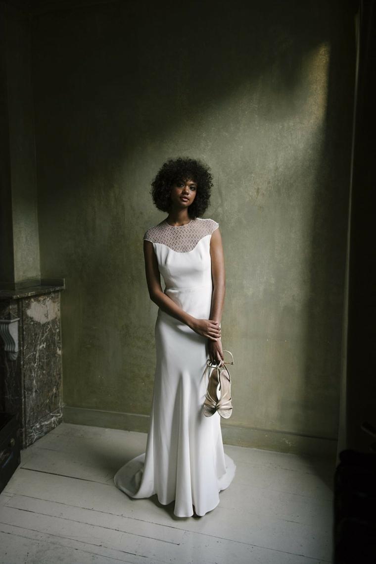 stilisti abiti da sposa donna con vestito bianco bouquet di fiori matrimonio