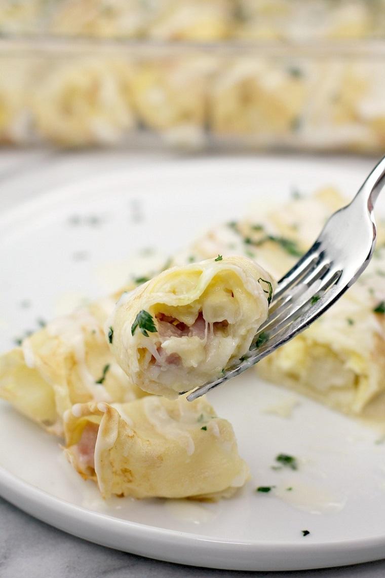 stuzzichini veloci ed economici per aperitivo crepes salate con prosciutto e formaggio
