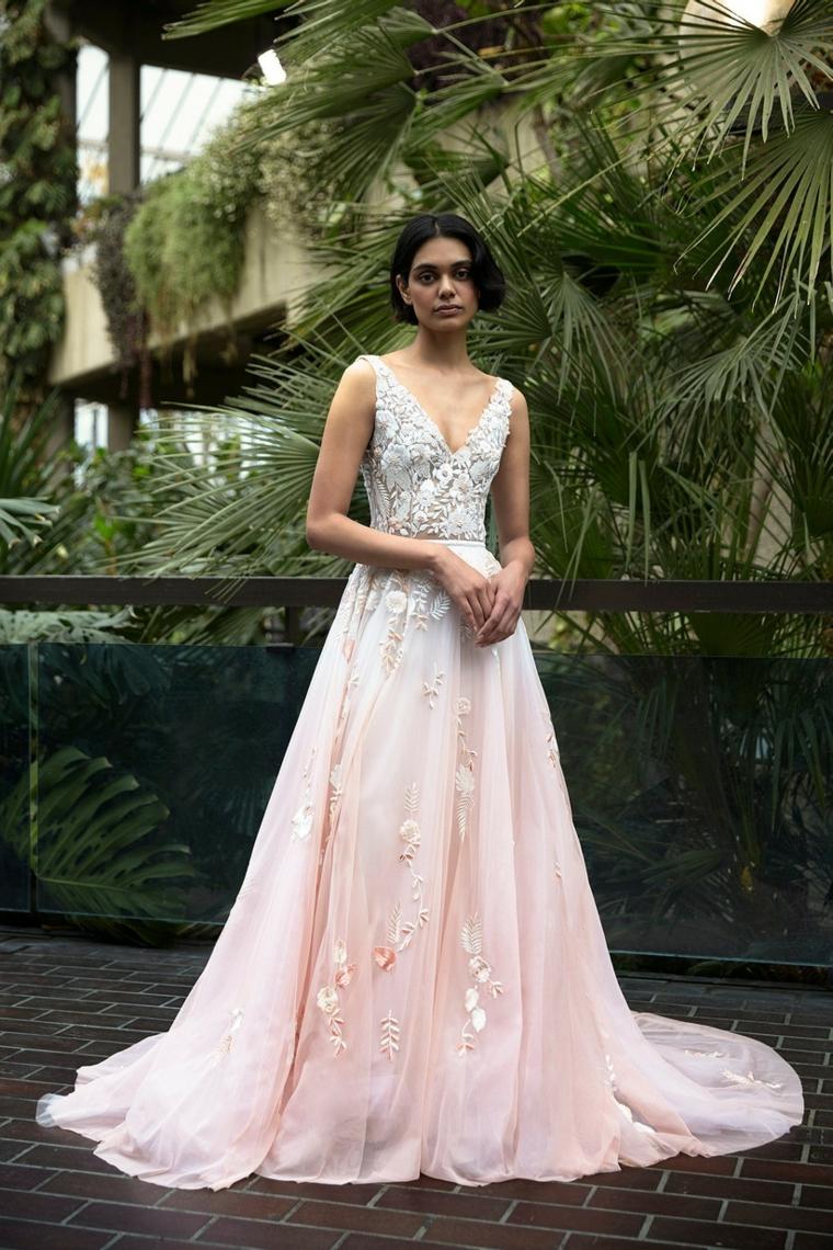 tendenze vestiti da sposa 2021 abito rosa con bustino in paillettes vestito gonna in tulle rosa