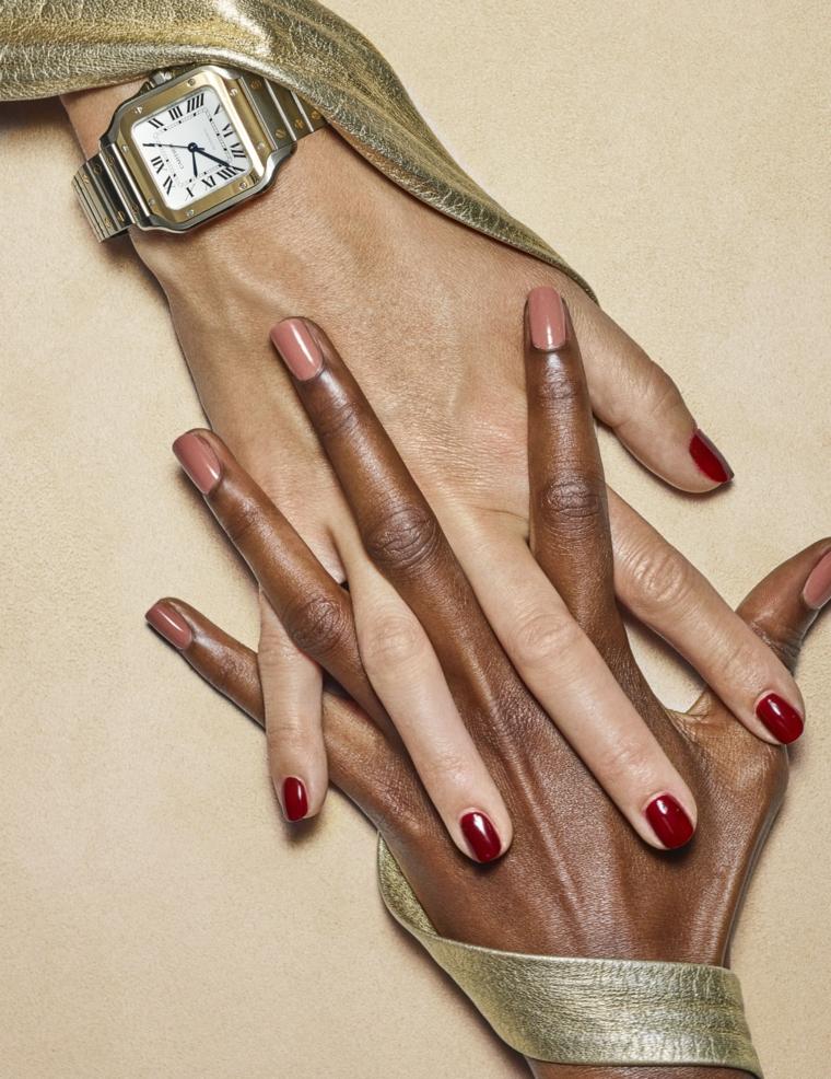 unghie invernali smalto tonalità pastello lucido mani di due donne unite