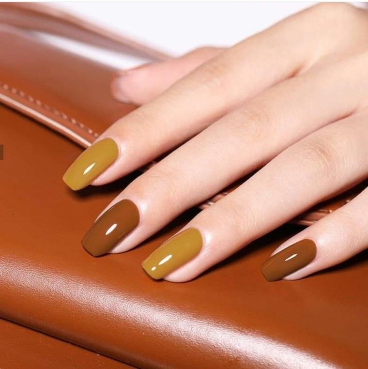 unghie semipermanente 2021 smalto marrone chiaro e scuro manicure ballerina