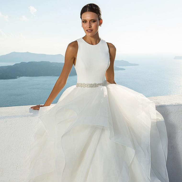 vestito da sposa stile principessa abito bianco in tulle con cintura colore argento