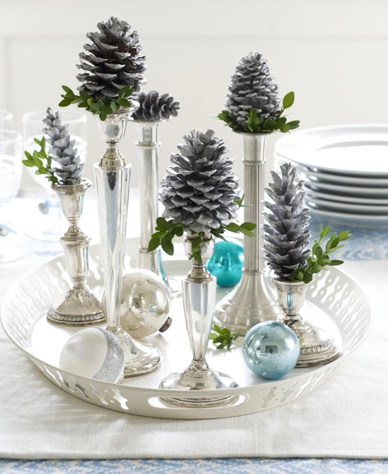 addobbi natalizi per tavola da pranzo candelabri con pigne idea per centrotavola natalizio