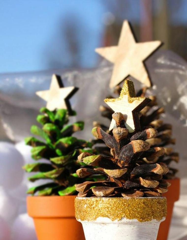 alberi di natale con pigne vaso di terracotta con pigna dipinta e stella in cima