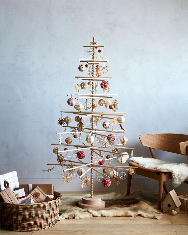 alberi di natale fai da te originali alberello di legno decorato con palline colorate