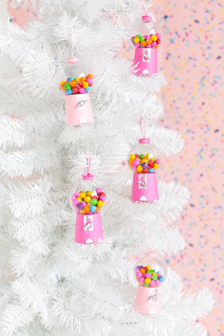 albero di natale di colore bianco composizione natalizie fai da te