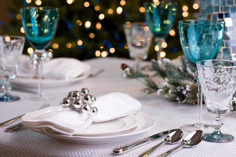 aparecchiare tavola natalizia segnaposto con anello in argento albero di natale con lucine