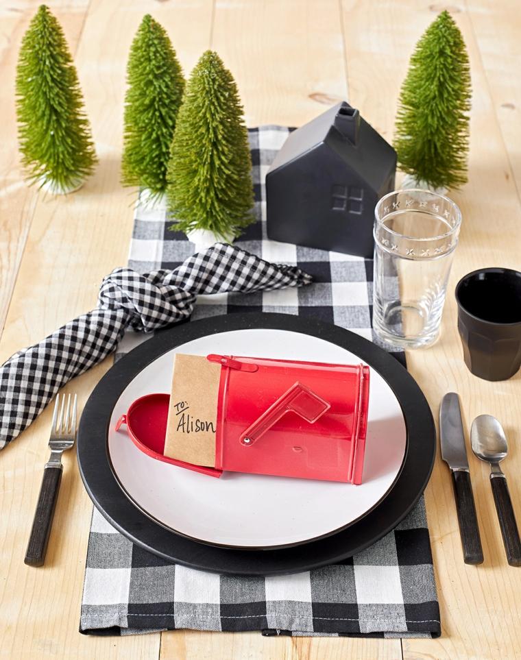 apparecchiare tavola natale segnaposto fai da te personalizzato decorazione con mini alberelli