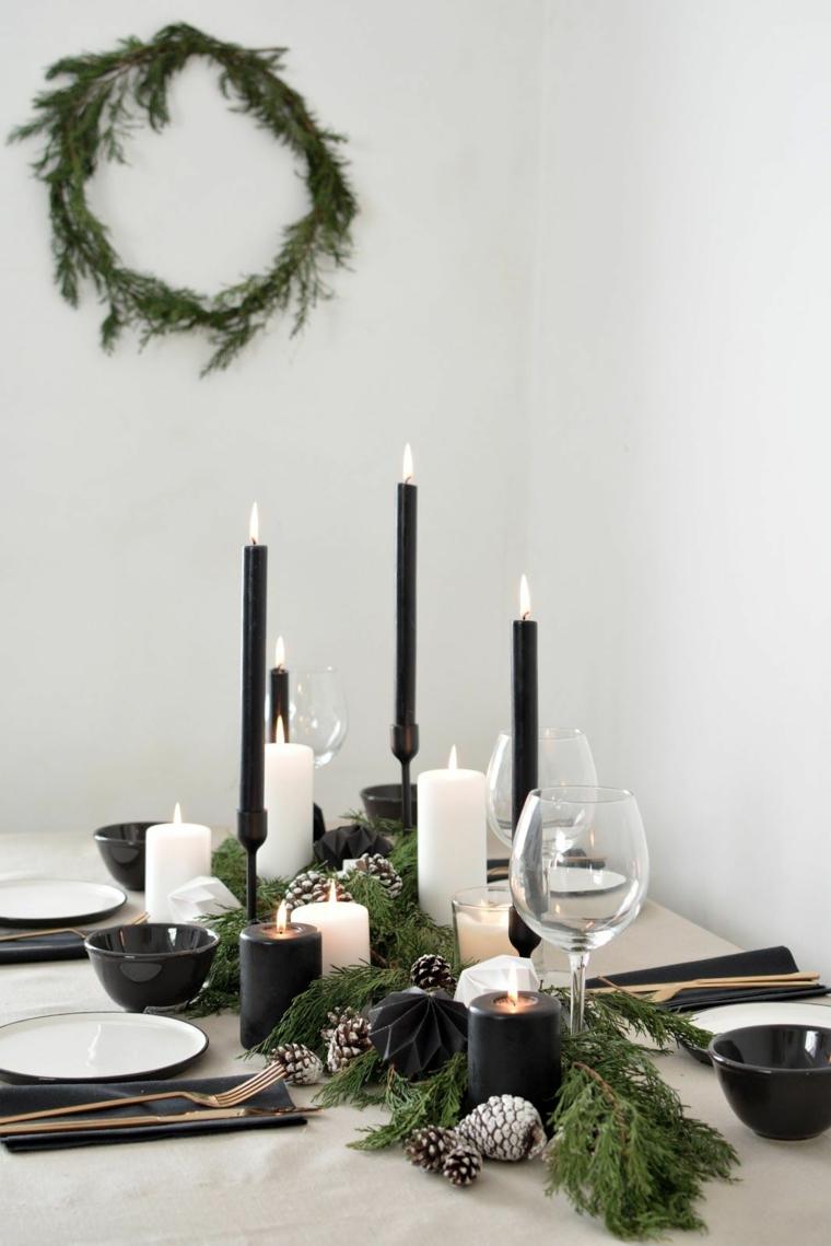 apparecchiare tavola natalizia centrotavola con rametti di abete e candele nere