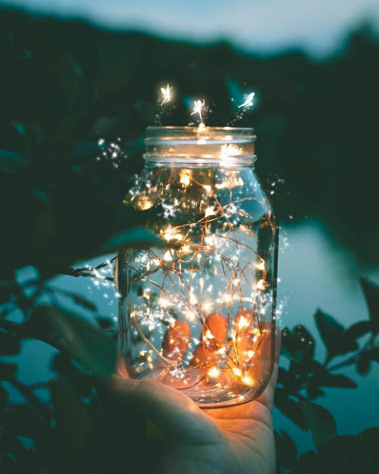 barattolo di vetro con filo di lucine immagine da scaricare per lo schermo natalizio