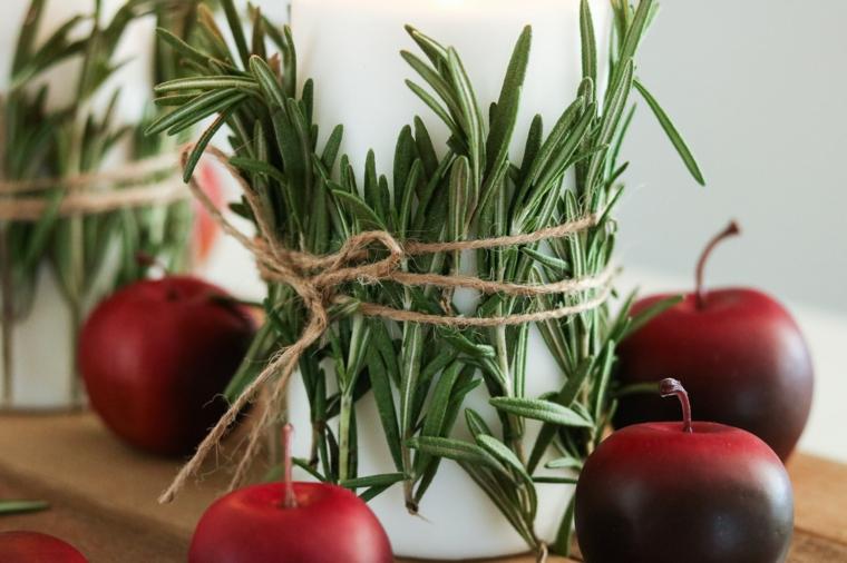 centrotavola natalizio fai da te candela avvolta con spago e rametti di rosmarino