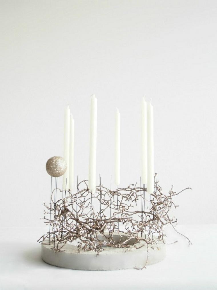 centrotavola natalizio fai da te semplici rametti secchi con candele lunghe