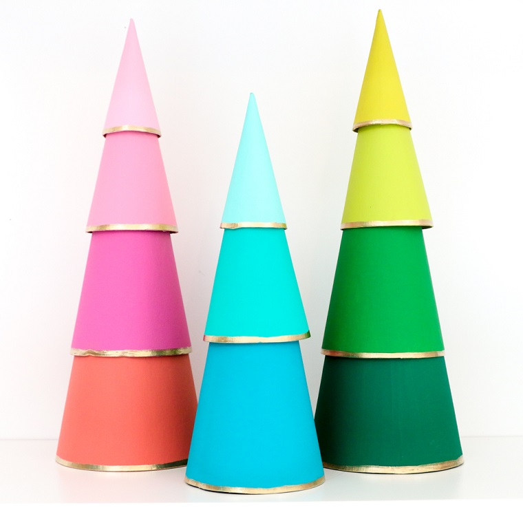 coni di cartone dipinti come albero natalizio come addobbare la casa per natale 2020