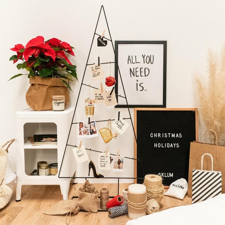decorazioni natalizie con stella di natale e albero di metallo decorato con foto