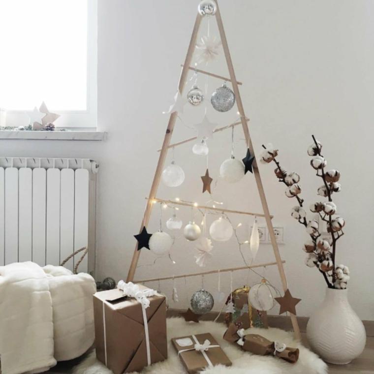 decorazioni natalizie stile nordico scala di legno con palline addobbi albero di natale 2020