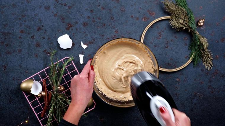 dolci di natale tipici italiani mescolare con mixer da cucina