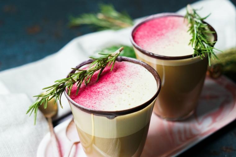 dolci natalizi ricetta zabaione con latte di cocco decorazione rametto di rosmarino