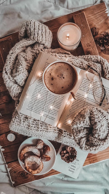 immagini paesaggi natalizi colazione a letto con cioccolata calda e biscotti