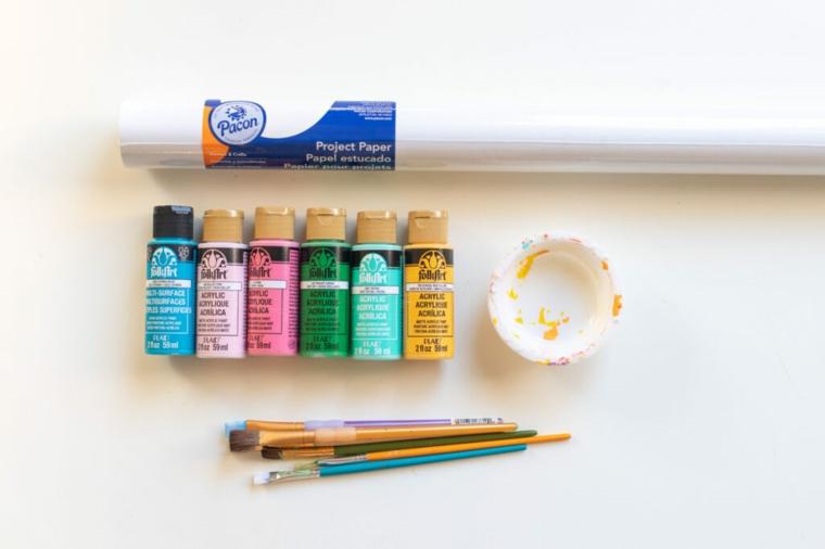 materiale per incartare regali fatti a mano per amiche colori acrilici e carta bianca